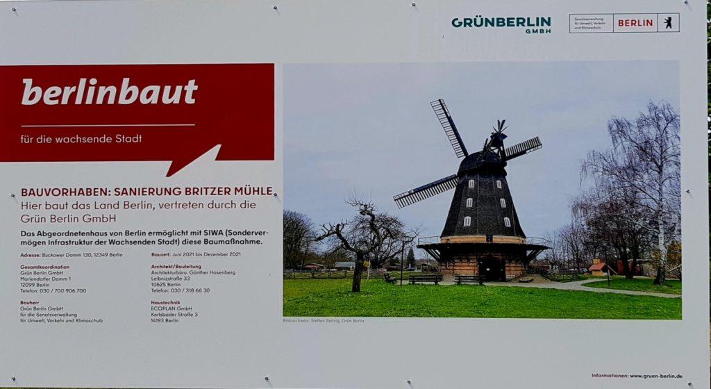 Bauschild: Bauvorhaben zur Sanierung der Britzer Mühle